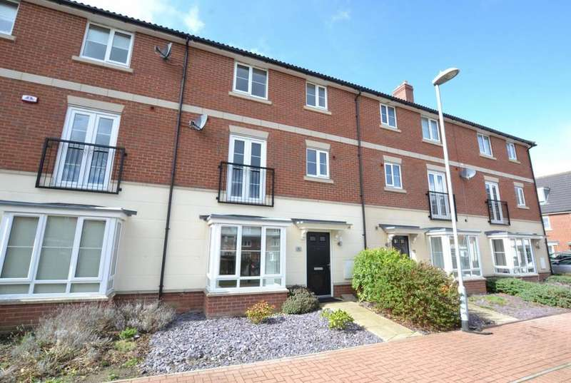 5 Bedrooms Terraced House for sale in School Avenue, Laindon, Essex, SS15