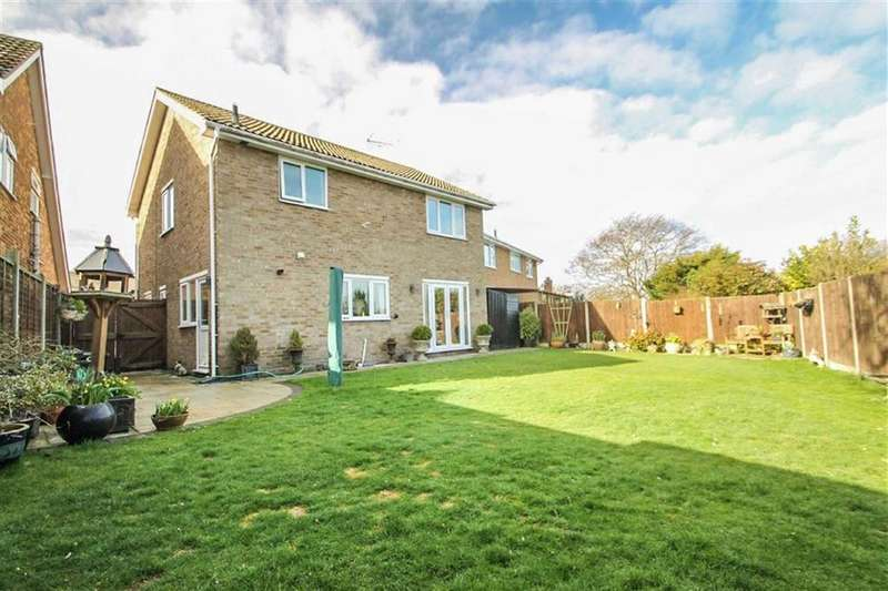 3 Bedrooms Detached House for sale in Vermont Close, Clacton-on-sea