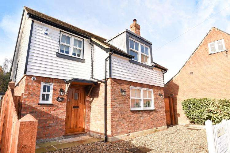 3 Bedrooms House for rent in Church Road Farnborough BR6