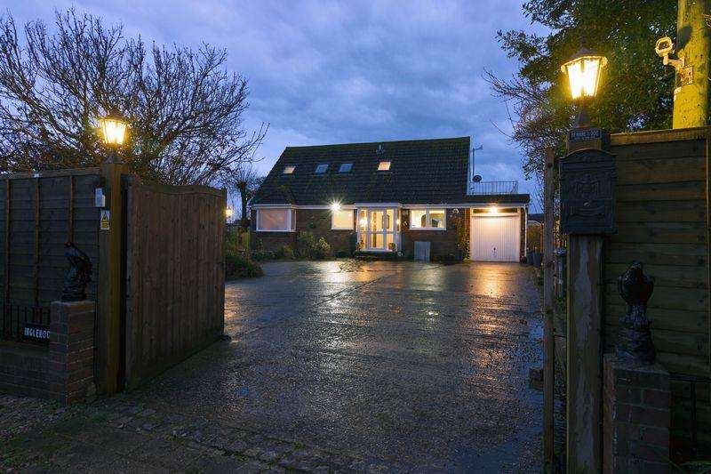 4 Bedrooms Detached House for rent in Old Salts Farm Road, Lancing