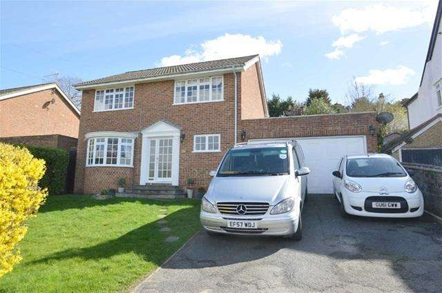 4 Bedrooms Detached House for sale in Fairdene Road, Coulsdon