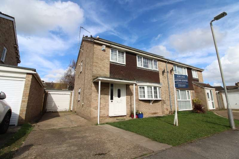 4 Bedrooms Semi Detached House for sale in Stour Close, Newport Pagnell, Buckinghamshire