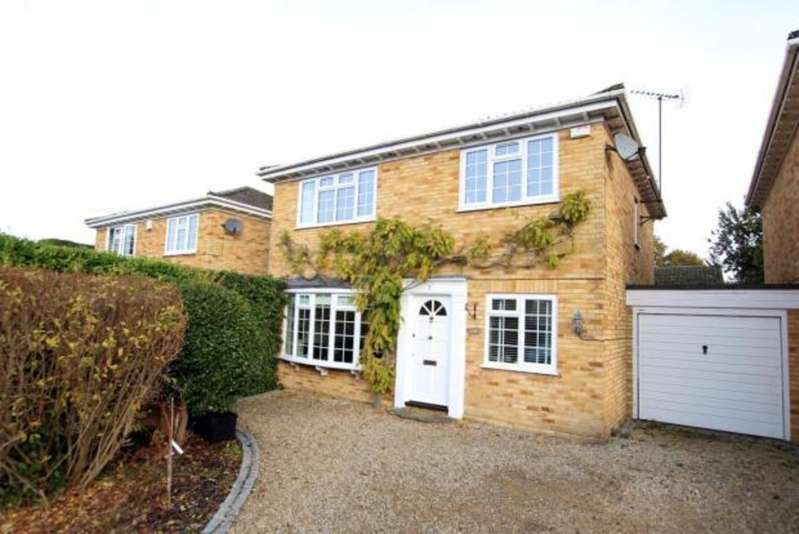 4 Bedrooms Detached House for sale in Tickenor Drive, Finchampstead RG40