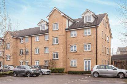 2 Bedrooms Flat for sale in Queens Court, Mount Pleasant Road, Pudsey, West Yorkshire