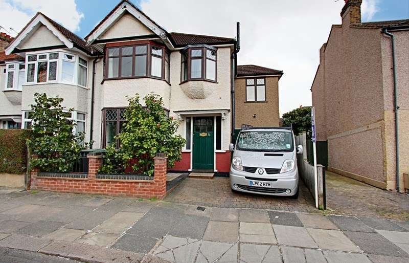 4 Bedrooms Property for sale in Rosemary Avenue, Enfield