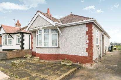 3 Bedrooms Bungalow for sale in Bridgegate Road, Rhyl, Denbighshire, LL18