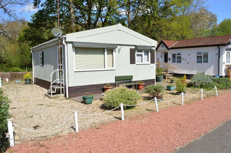 1 Bedroom Park Home Mobile Home for sale in Park Lane, Finchampstead, Wokingham, RG40 4PY