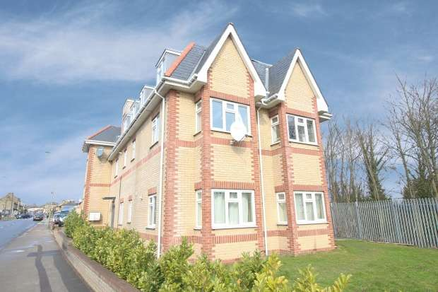 2 Bedrooms Flat for sale in Frinton Court, Whetstone, Greater London, N20 0RU
