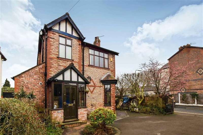 4 Bedrooms Detached House for sale in Glebelands Road, Sale, M33