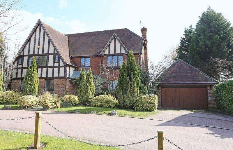 5 Bedrooms Detached House for sale in Thorndean Drive, Warninglid,