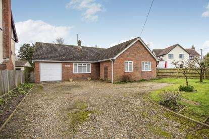 3 Bedrooms Bungalow for sale in Rockland St. Peter, Attleborough, Norfolk