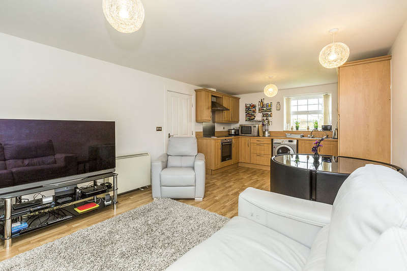 2 Bedrooms Flat for sale in Denham Wood Close, Chorley, PR7