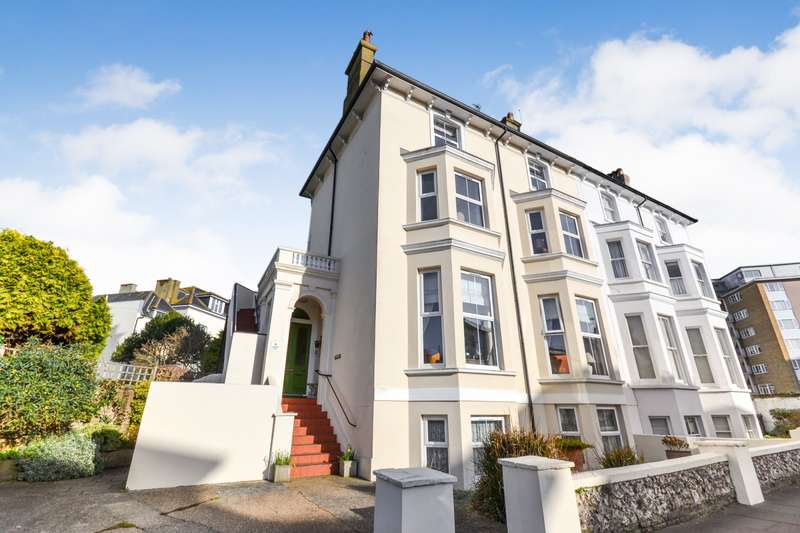 2 Bedrooms Flat for sale in Chiswick Place, Eastbourne, BN21