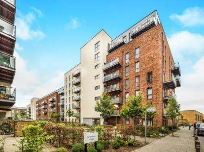 2 Bedrooms Flat for sale in Dagenham, London