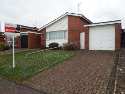 3 Bedrooms Bungalow for sale in Walton On The Naze, Essex