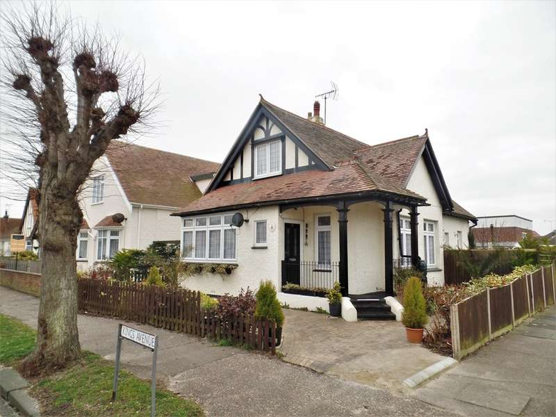 3 Bedrooms Detached House for sale in Kings Avenue, Holland-on-Sea