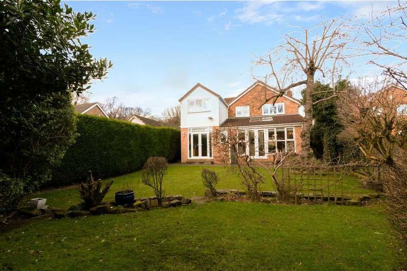 4 Bedrooms Detached House for sale in Woodhall Croft, Stanningley, Pudsey