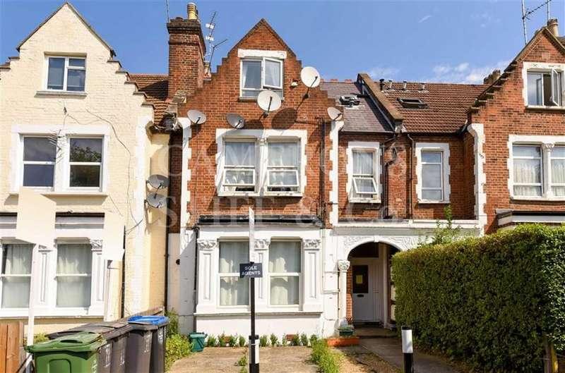 Studio Flat for sale in Grosvenor Gardens, Willesden Green, London, NW2