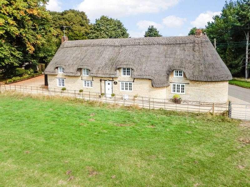 3 Bedrooms Detached House for sale in Alderton, Towcester, Northamptonshire, NN12