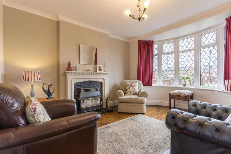 4 Bedrooms Detached House for sale in Ruthin Road, Mold