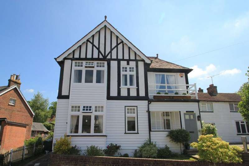 4 Bedrooms Detached House for sale in Talbot Road, Hawkhurst, Kent, TN18 4LU