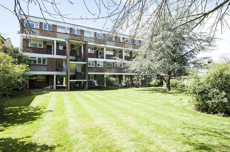 2 Bedrooms Duplex Flat for sale in Manor Road, Walton-On-Thames.