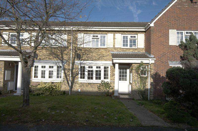 3 Bedrooms Terraced House for sale in Carrow Road, Walton-On-Thames