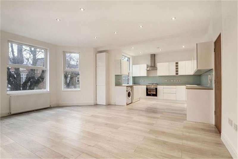 3 Bedrooms Flat for sale in Park Avenue, London