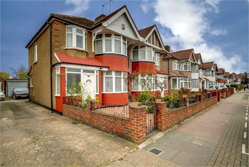 3 Bedrooms Semi Detached House for sale in Tanfield Avenue, London
