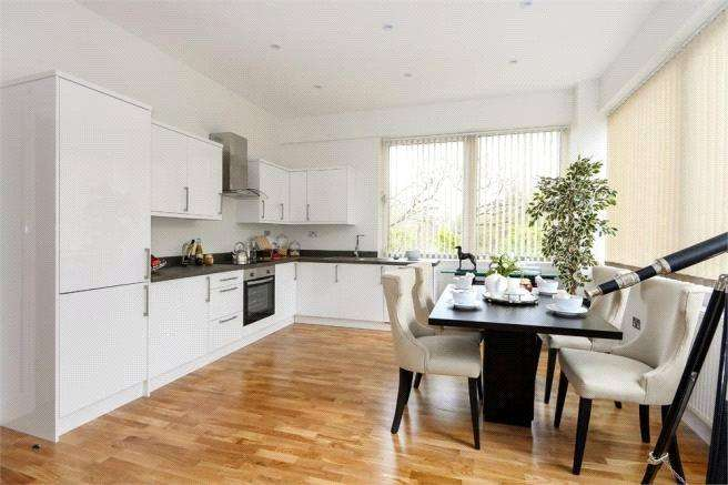 2 Bedrooms Apartment Flat for sale in Southview Apartments, Cain Road, Bracknell, Berkshire, RG12