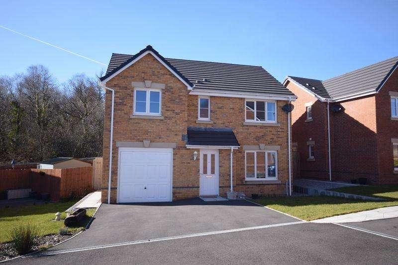 4 Bedrooms Detached House for sale in Clos Pwll Clai, Bridgend