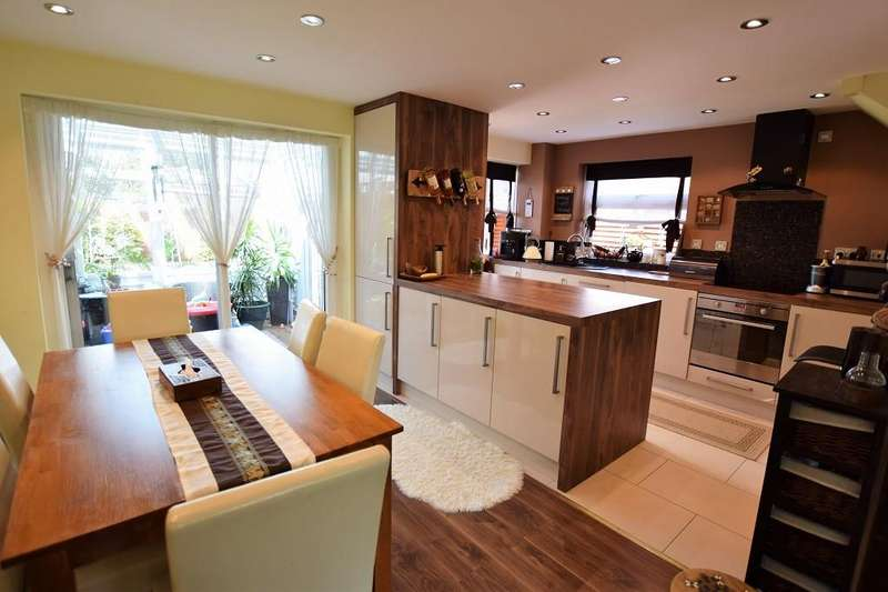 3 Bedrooms Semi Detached House for sale in Barnston Green, Barnston