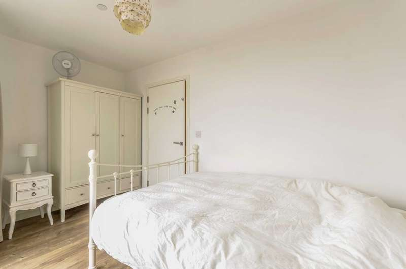 3 Bedrooms Flat for sale in Kingfisher Heights, Silvertown, E16