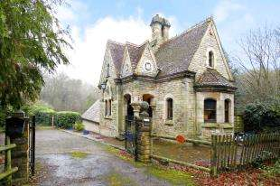 5 Bedrooms Detached House for sale in Wilderwick, Sandhawes Hill, East Grinstead, West Sussex