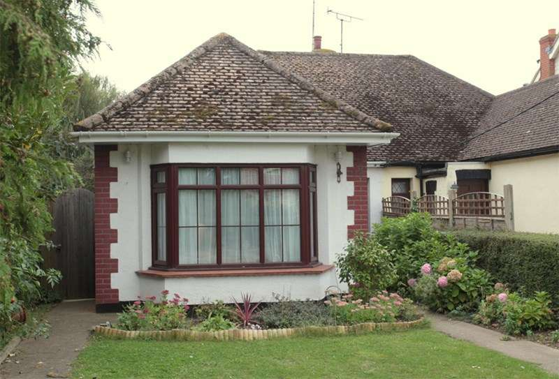 2 Bedrooms Semi Detached Bungalow for sale in Barling Village