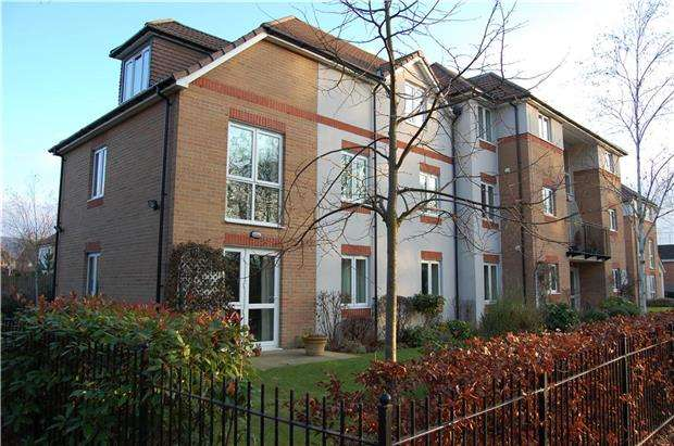 2 Bedrooms Flat for sale in St Michaels Court, Cheltenham Road Bishops Cleeve