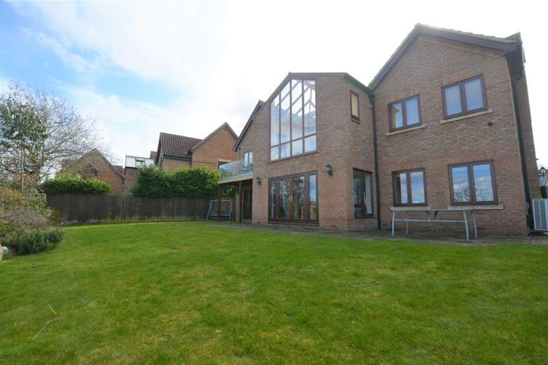 6 Bedrooms Detached House for rent in Loughton