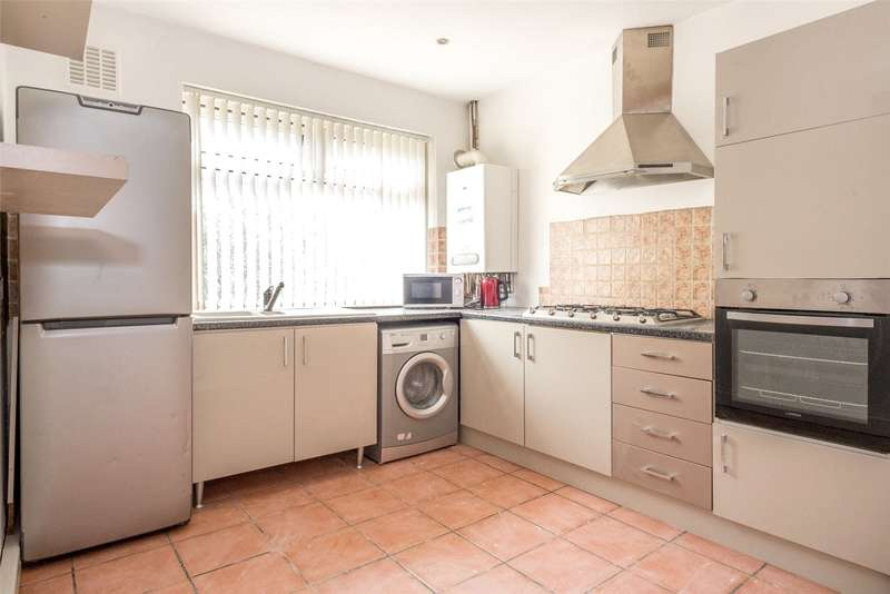 2 Bedrooms Flat for sale in Cliff Road, Leeds, West Yorkshire, LS6