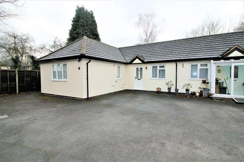 3 Bedrooms Bungalow for sale in Old Cove Road, Fleet, GU51