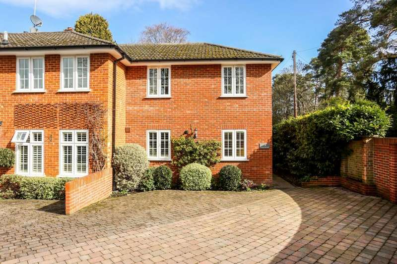 2 Bedrooms Semi Detached House for sale in The Poplars, Ascot