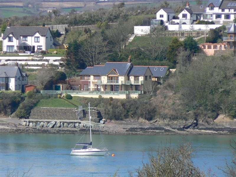 4 Bedrooms Detached House for sale in The Dolphins, Barnlake Point, Burton Ferry, Milford Haven