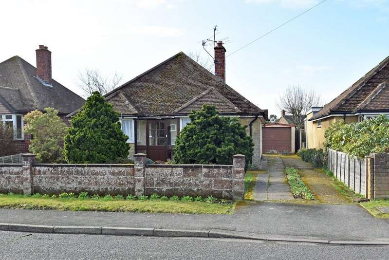 2 Bedrooms Detached Bungalow for sale in Farncombe