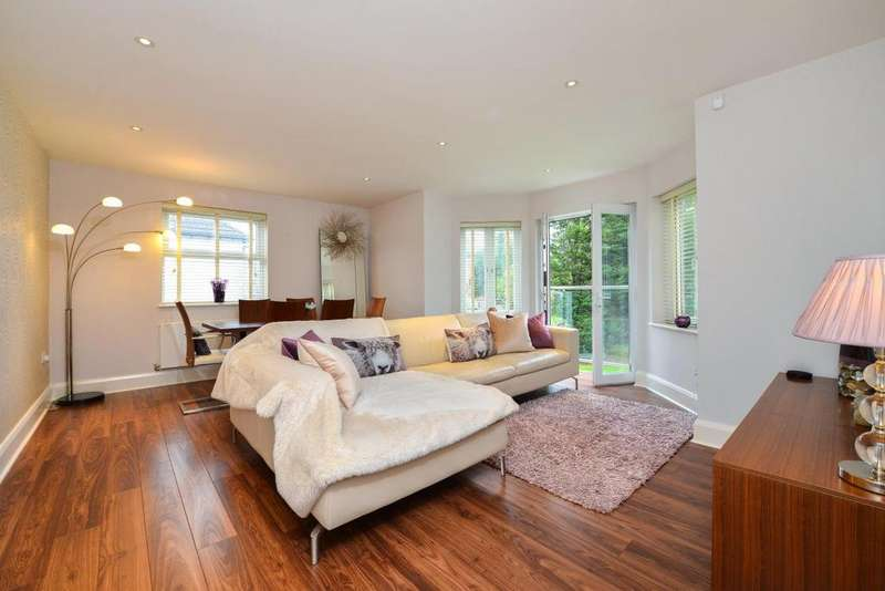 3 Bedrooms Flat for sale in Slades Hill, Enfield