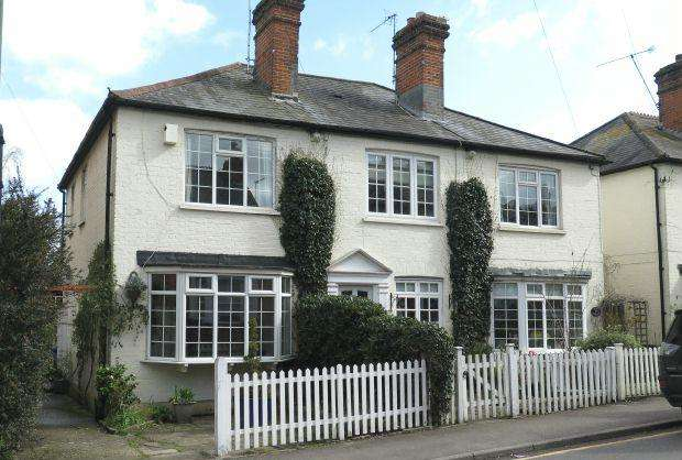 2 Bedrooms Cottage House for sale in SHORT WALK OF STATION. BROCKENHURST ROAD, SOUTH ASCOT, SL5 9DJ