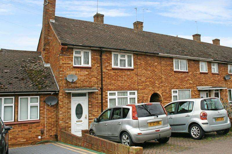 3 Bedrooms Terraced House for sale in Barnstaple Road, Harold Hill