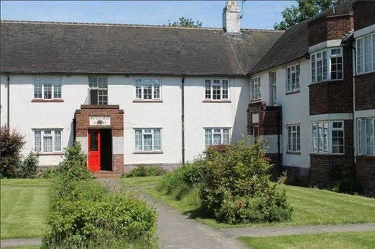 2 Bedrooms Apartment Flat for sale in Buckfield Court, Bathurst Walk, Richings Park