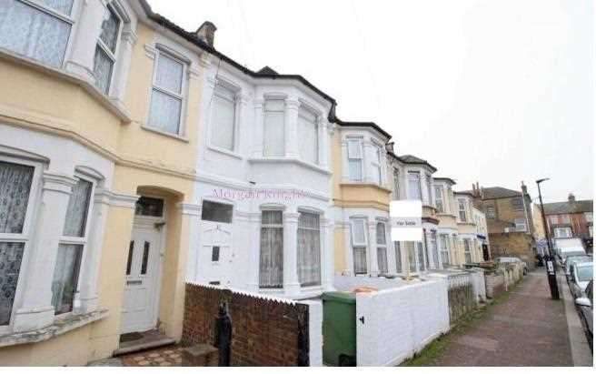 3 Bedrooms Terraced House for sale in Lathom Road, East Ham, E6
