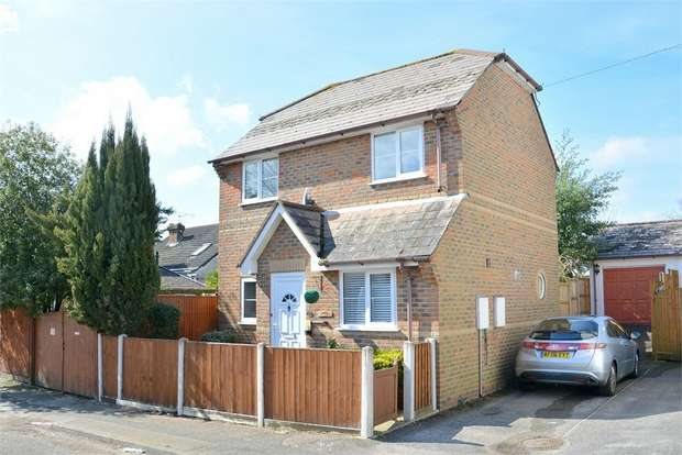 2 Bedrooms Detached House for sale in Cranmer Road, Bournemouth, Dorset