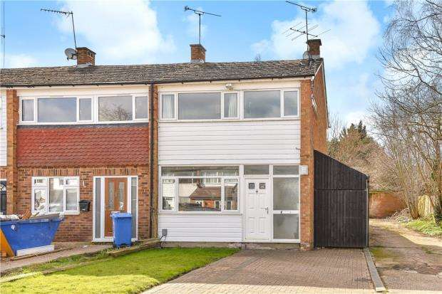 3 Bedrooms End Of Terrace House for sale in Kingsway, Blackwater, Surrey