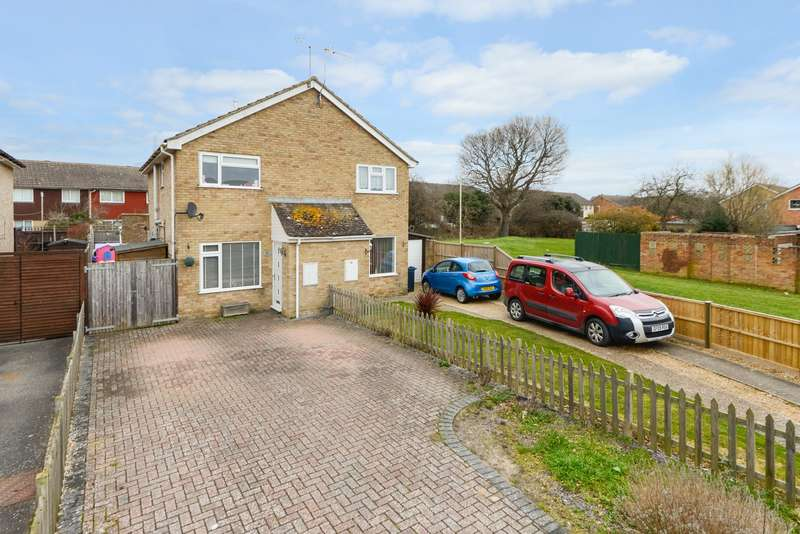 2 Bedrooms Semi Detached House for sale in Washford Farm Road, Ashford, TN23